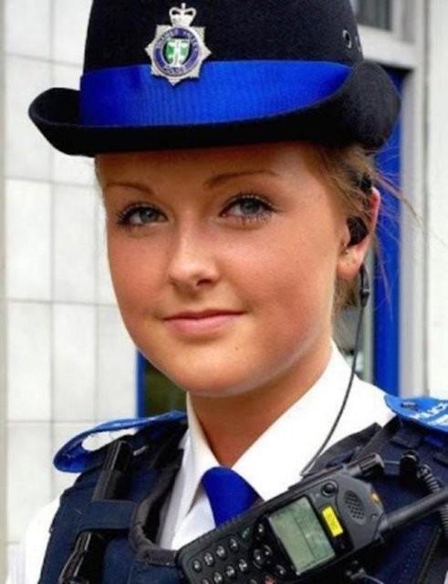 İşte dünyadan kadın polisler galerisi resim 8