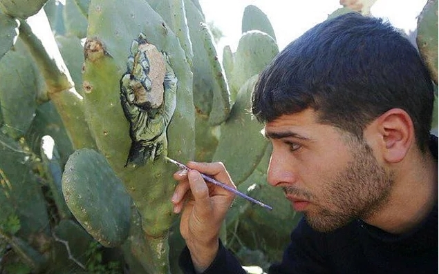 """Filistin'in yaşadığı acıları """"kaktüslere resmeden"""" Gazzeli galerisi resim 1"""