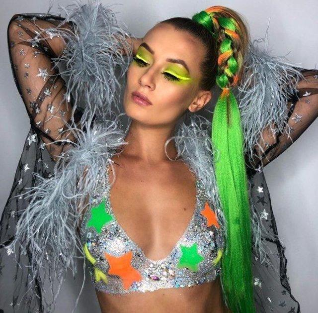 2019 yeni güzellik trendi: Neon Sütyenler galerisi resim 1