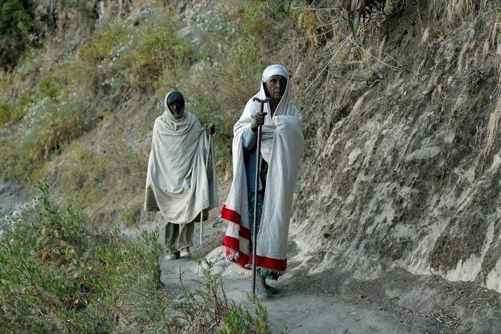 Tanrı'yla konuşmak için 3 bin 100 metre tırmanıyorlar! galerisi resim 1