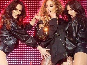 Jennifer Lopez'den direk dansı!
