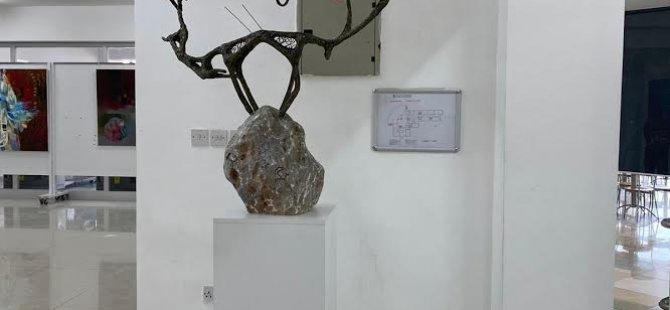 """Kıbrıs Modern Sanat Müzesi için Heykel sanatçısı Nurlan Kebek Uulu'dan  """"Av Sahnesi"""" adlı eser"""