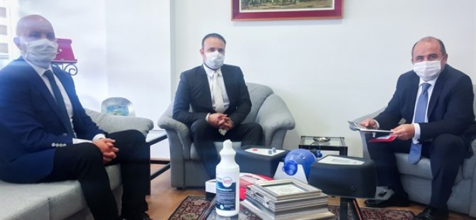 YDÜ tarafından üretilen alternatif solunum cihazı TC Sağlık Bakanlığı'na verilmek üzere TC Lefkoşa Büyükelçisi Başçeri'ye verildi