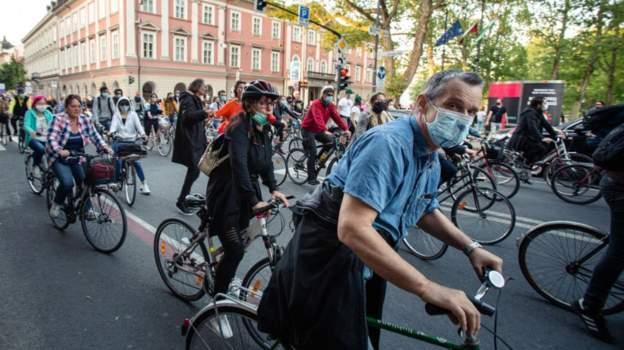 Slovenya'da binlerce bisiktletli kısıtlamaları protesto etti