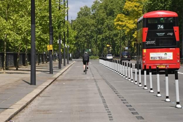 Londra Belediyesi toplu taşımadaki yoğunluğu azaltmak için yeni bisiklet yolları açıyor