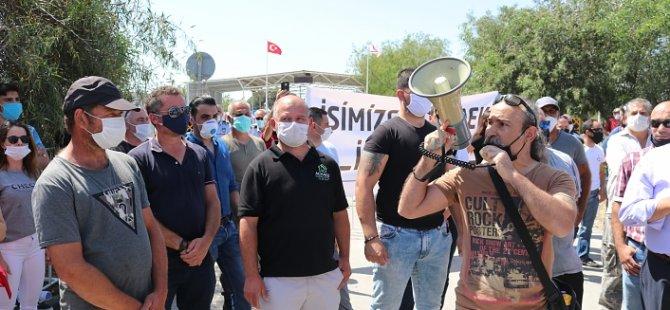 """Güney kıbrıs'ta çalışan işçiler: """"ileri adım atılmaması halinde her türlü demokratik hakkımızı kullanacağız"""""""
