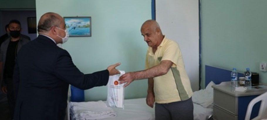 Erdoğan'ın talimatıyla KKTC'deki yaşlılara hijyen paketi dağıtımı sürüyor