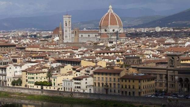 Floransa'da koronavirüsten ölen herkes için bir ağaç dikilecek