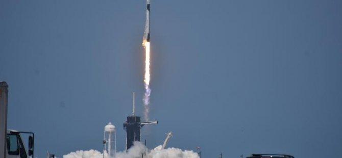 SpaceX firmasına ait 'Crew Dragon' adlı uzay mekiği Uluslararası Uzay Üssü'ne ulaştı