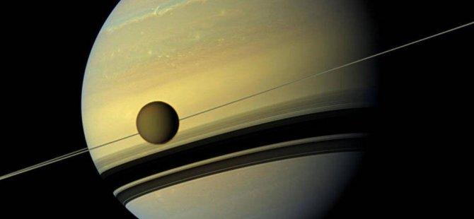 Satürn'ün ünlü uydusu 100 kat hızlı uzaklaşıyor