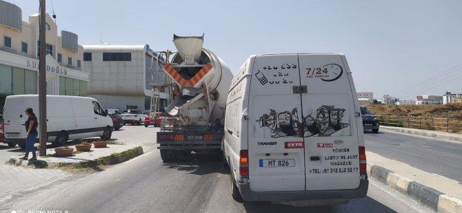 Lefkoşa'da Şehit Mustafa Ruso Caddesi üzerinde trafik kazası meydana geldi,