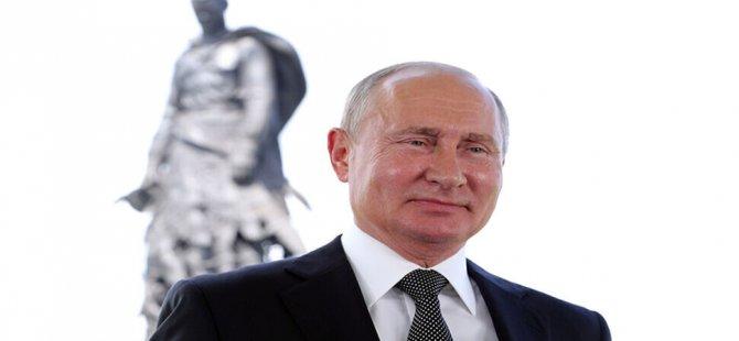 Putin'e 2036'ya kadar başkanlık yolunu açan halk oylamasından yüzde 77,92 'evet' çıktı