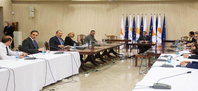 Anastasiadis 'uzmanlar komitesi' ile görüşüyor