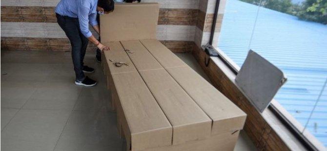 Hindistan'da Covid-19'a karşı karton yatak çözümü