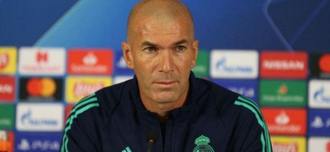 Real Madrid Teknik Direktörü Zidane: Görünüşe bakılırsa hep hakemler sayesinde kazanıyormuşuz