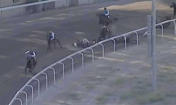 Lefkoşa'nın Güneyinde Hipodromdaki Kazada 3 Jokey Yaralandı, 2 At Uyutuldu