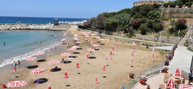 Girne'de plajlar temiz