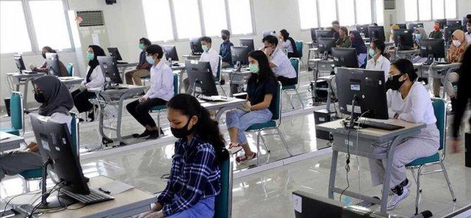 Endonezya'da Covid-19 gölgesinde okullar yeniden açıldı