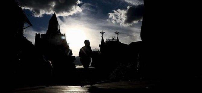 Rusya'da Kovid-19 Vaka Sayısı 871 Bini Geçti