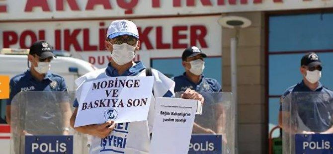 """Sağlık çalışanları Diyarbakır'da iş bıraktı: """"Ölmek istemiyoruz"""" şeklinde açıklmalarda bulundular."""