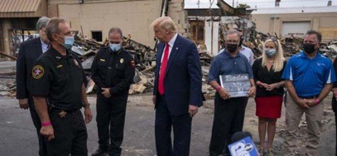 Trump, Wısconsın'deki Gösterilerde Hasar Gören Yerleri Ziyaret Etti