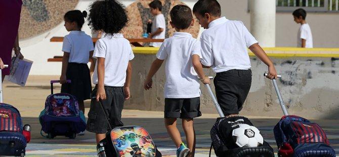 Güney Kıbrıs'ta okul zili çaldı, 107 Bin öğenci okula başladı
