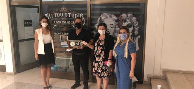 Dövme Piercing Sahibi Karapaşa, 3 Günlük Gelirini Kanser Hastalarına Yardım Derneğİ'ne Bağışladı