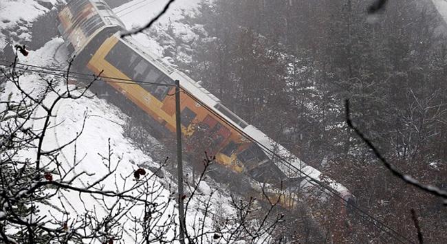 Fransa'da tren raydan çıktı