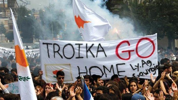 Rumlar Troyka heyetini protesto etti