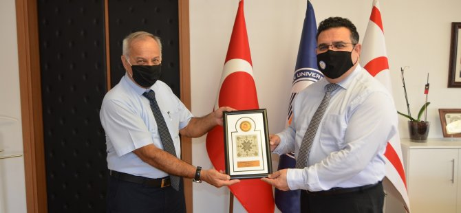 UFÜ rektörü Prof. Dr. Hüseyin Yaratan'dan DAÜ rektörü Prof. Dr. Aykut Hocanın'a ziyaret