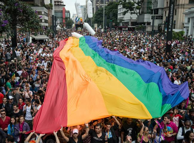 Kıbrıs'ta Eşcinseller Sokağa Dökülüyor