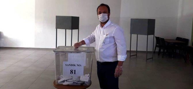 Adaylar oylarını kullanıyor..Uz oyunu verdi