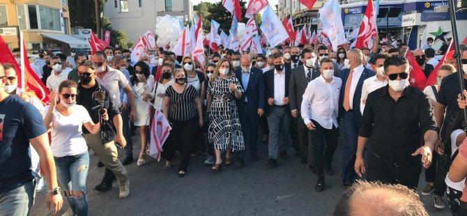 Tatar ve Arıklı kol kola Lefkoşa'da yürüdü