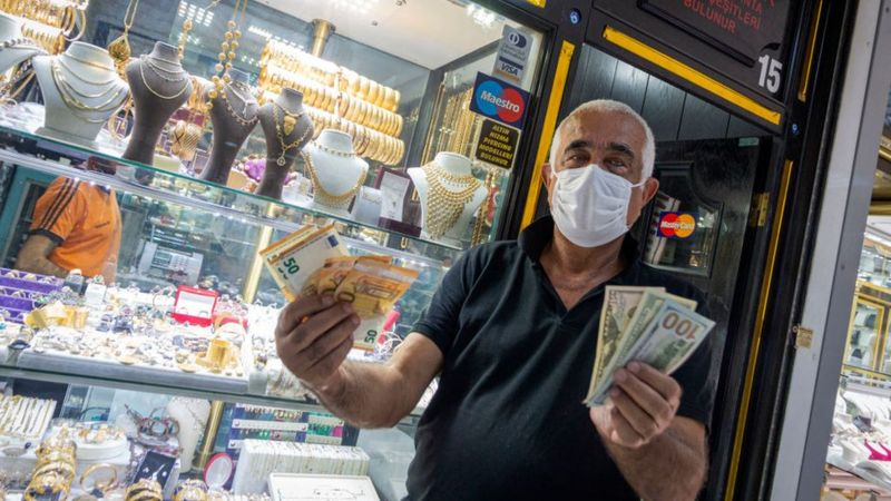 Bloomberg: Türk Lirası, dokuz haftadır değer kaybederek 1999'dan beri en uzun süreli düşüşünü yaşadı