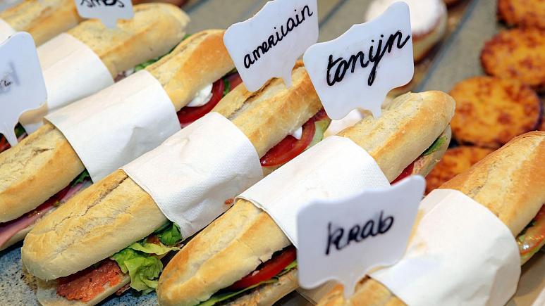 Belçika: Birlikte sandviç yiyen 5 öğrenciye bin 250 euro Covid-19 cezası