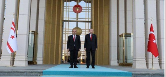 Cumhurbaşkanı Tatar İçin TC Cumhurbaşkanlığı Külliyesi'nde Tören.21 Pare Top Atışı Yapıldı