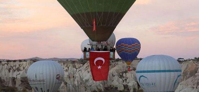 Kapadokya'da Balonlar Cumhuriyet Bayramı İçin Havalandı