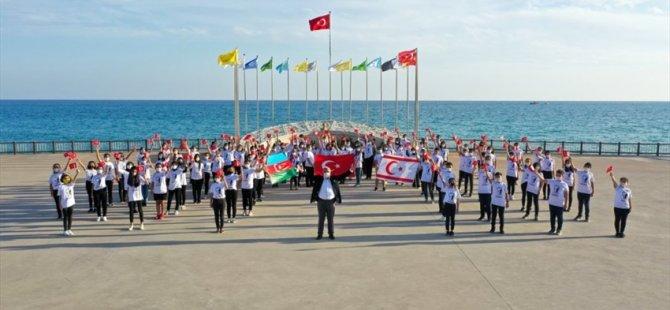 """Mersin'de Öğrencilerden 29 Ekim'e Özel """"Atatürk Çocuklarıyız"""" Klibi"""
