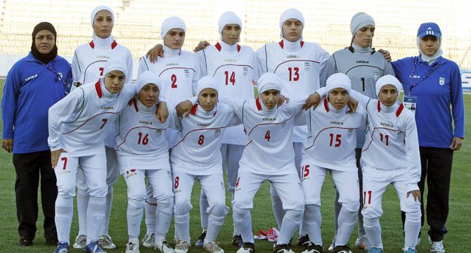 Kadın futbol takımında dört oyuncu erkek çıktı