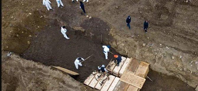 Koronavirüsün yeni merkezi ABD: Toplu mezarlar kazılıyor