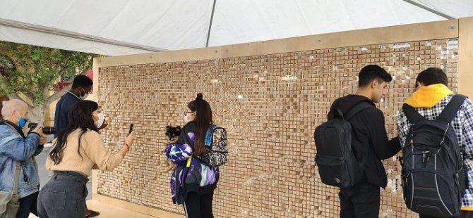 """""""Yok Olan Duvar""""  Lefkoşa'da Sarayönü'nde sergileniyor"""