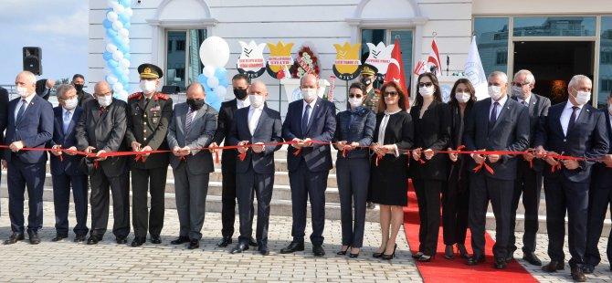 Girne Üniversitesi Büyük Kütüphane İle Girne Üniversitesi Kültür, Kongre Ve Sergi Sarayı,Görkemli Bir Törenle Açıldı