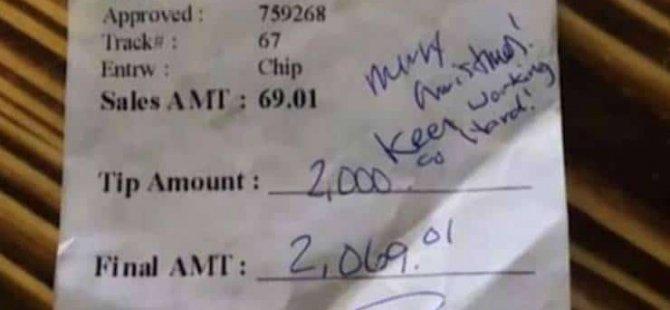 2 bin dolarlık bahşiş: Garson sonunda parayı aldı; patronu çek yazdı