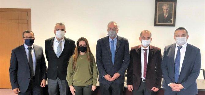 Yakın Doğu Kolejleri Yönetim Kurulu Heyeti, Girne Belediye Başkanı Nidai Güngördü'yü ziyaret etti