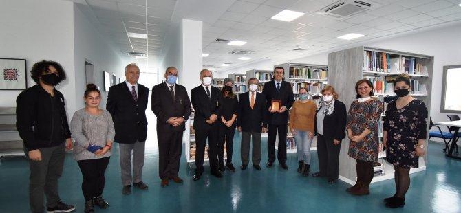 Prof. Dr. Şevket Öznur, Girne Üniversitesi Büyük Kütüphaneye 3 Bin Kitap Hediye Etti.