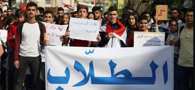 Lübnan'da hükümeti protesto eden öğrenciler polisle çatıştı