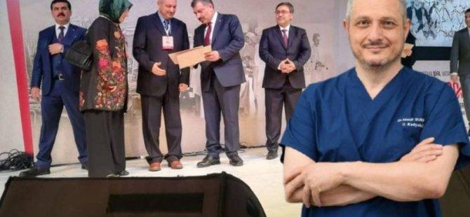 Ο Yavuz Durmuş, ο οποίος επιλέχθηκε ως «γιατρός της χρονιάς», πέθανε λόγω κοροναϊού
