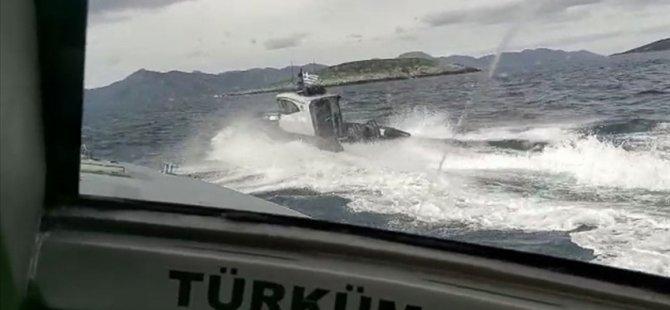 Στοιχεία ελληνικής ακτοφυλακής που οδηγούνται από τα τουρκικά χωρικά ύδατα