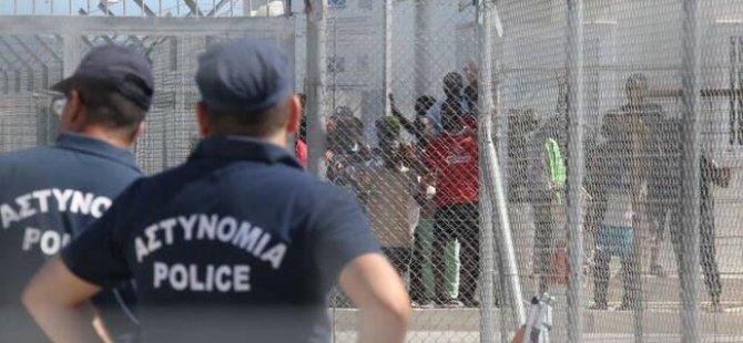 Yunanistan ve Güney Kıbrıs kaçak mülteci sorununu ele aldı