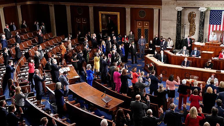ABD'de Temsilciler Meclisi, Trump'a yönelik azil maddesini onayladı, son sözü Senato söyleyecek